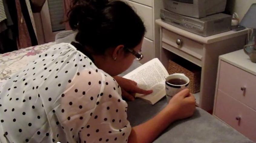 Nana lit à plat ventre